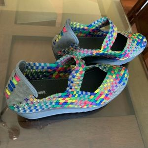 White mountain multicolor shoes size 9w